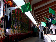 Manmohan Singh Inaugurating The Train Service